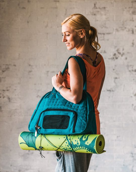 05-61692_EverythingFitsBag_Teal_Lifestyle