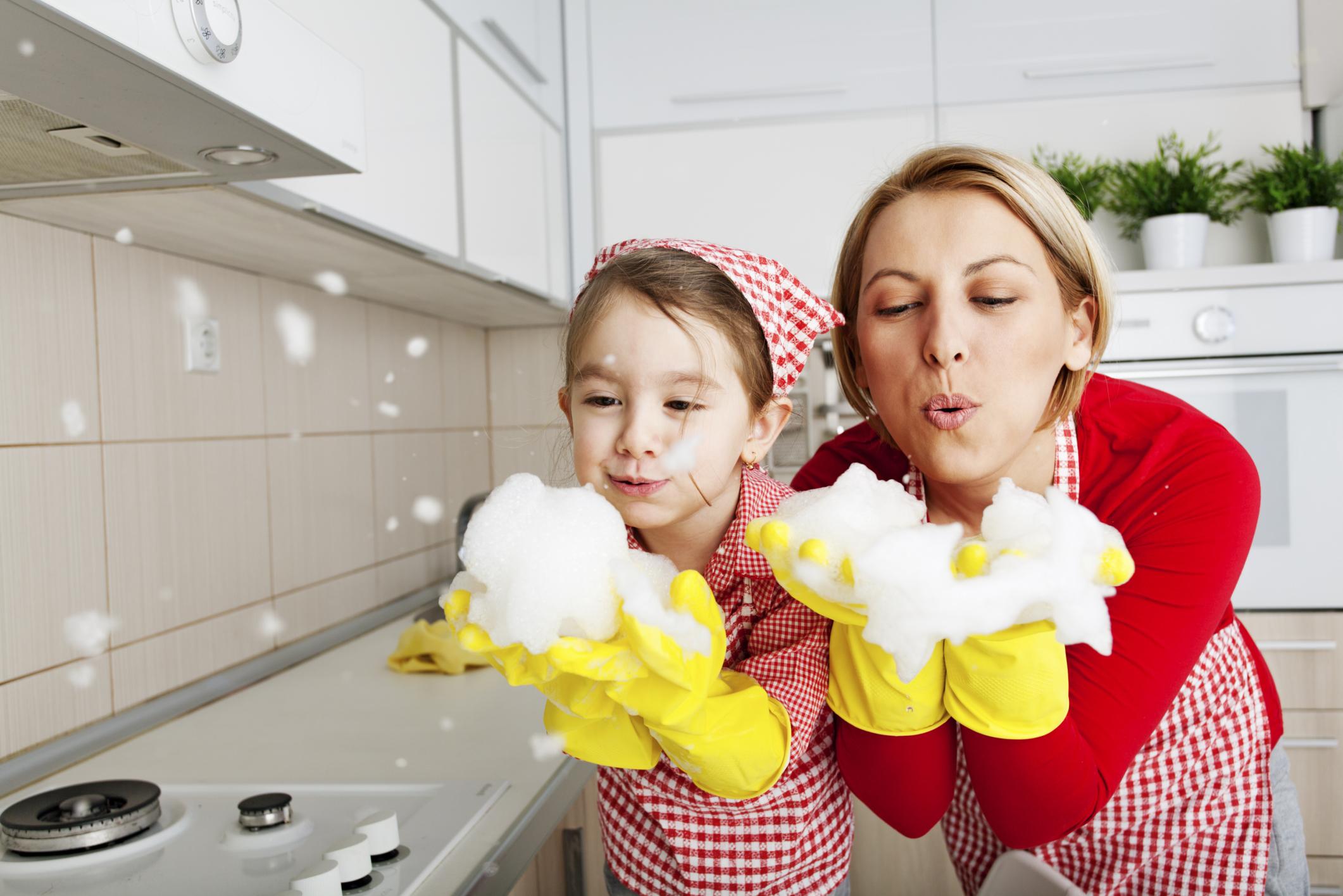 Blowing Foam -Fun In The Kitchen